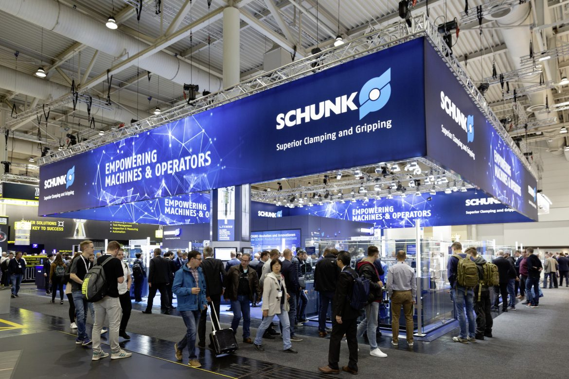 A global first: The automatically adjustable run-out and conical run-out compensation based on hydraulic expansion technology is enabling a leap forward in terms of quality for high-precision workpiece clamping with tolerances of just a few micrometers. Photo: SCHUNK